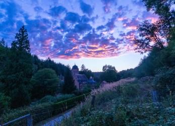 Sonnenuntergang am Schloss Mespelbrunn