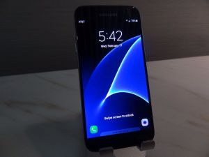 top-5-samsung-galaxy-s8-features-wireless-charging-waterproof-3d-features-and-more-1