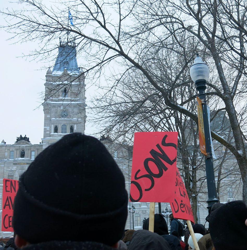 Rassemblement devant le Parlement, le 12 février dernier. Photo: Pierre Mouterde