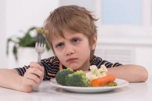 forcer un <em>enfant</em> à manger
