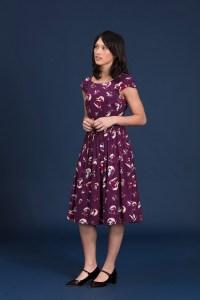 robe manche courte violette fleurs