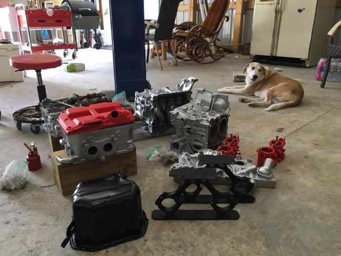 This Guy Turned His Smashed Car's Engine Into An Epic Coffee Table -10