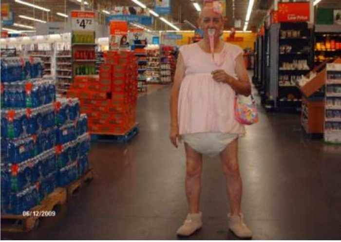 The 20 Most Ridiculous People of Walmart Photos -04