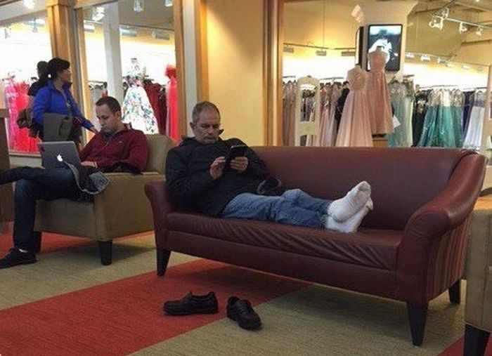 35 Funny Husbands Shopping With Their Wives Will Make You LOL -06