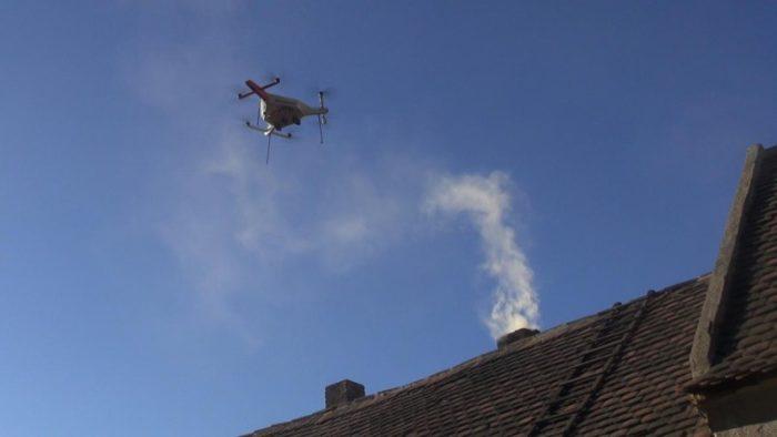 Drony budou kontrolovat čím lidé topí