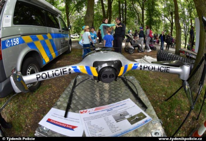 Policie představila nový služební dron, má noční vidění i termovizi