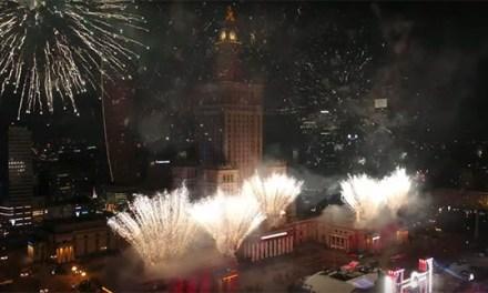 Video: Nejlepší ohňostroje z droního pohledu