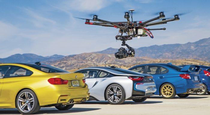 Holky a mašiny? Drony a auta!
