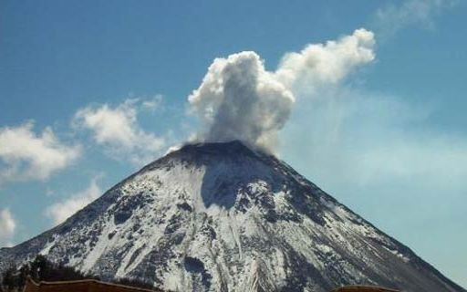 Impressive explosion of a volcano in Mexico