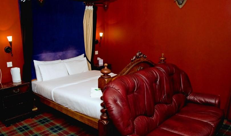 Stringies Suite Jacuzzi Room