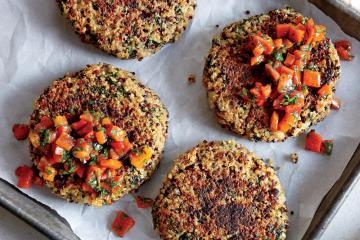 Spinach Quinoa Cake With Bell Peppers