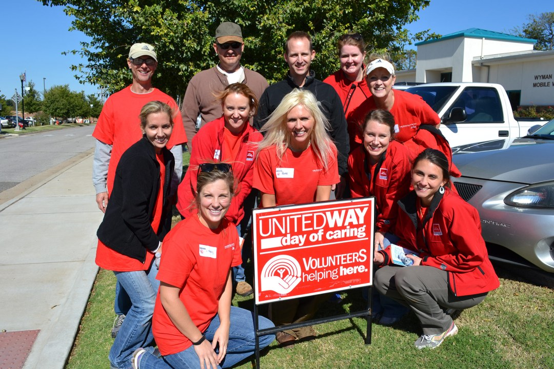 Volunteers with Eli Lilly take a group photo with the United Way sign.