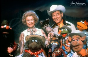 Roy and Dale Evans Rogers on set with the Muppet Show. Several of the Muppets are in the foreground.