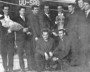 Rapid București, câștigătoare a CCE în 1963. Aurel Drăgan, în dreapta, pe rândul de jos.