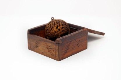 Keltisches Holzkästchen - mit Amulett