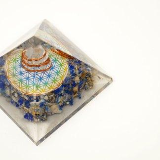 Orgonit Pyramide mit Lapislazuli