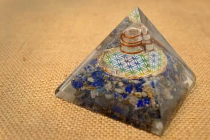 Orgonit Pyramide zur Reinigung des Umfelds