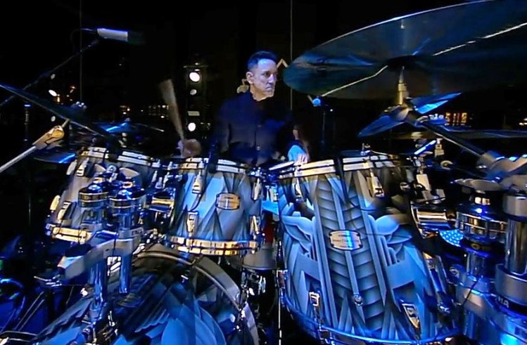 Jimmy Chamberlin - DRUMMERWORLD