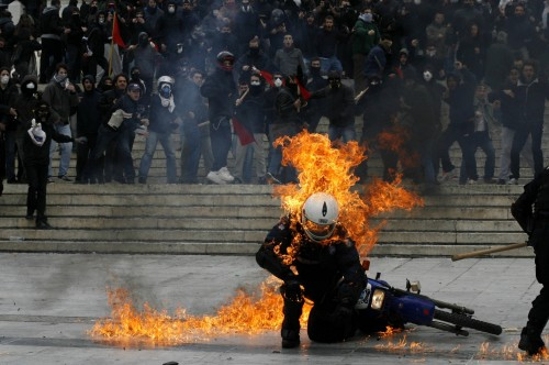police officer hit with a molotov during 2011 greek riots 500x332 police officer hit with a molotov during 2011 greek riots