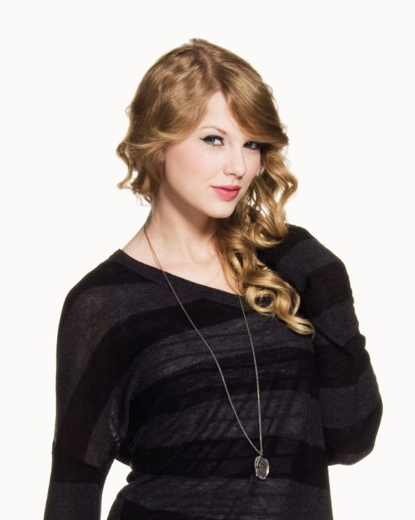 taylor and a long necklace 818x1024 taylor and a long necklace