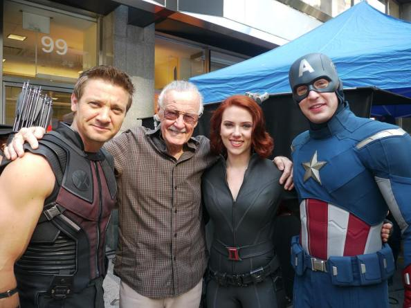 Stan Lee on the set of the first Avengers film 1024x767 Stan Lee on the set of the first Avengers film