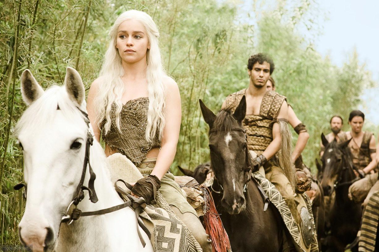 Daenerys-Targaryen-daenerys-targaryen-23814795-1226-815