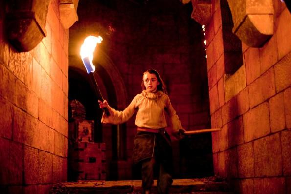 Arya-Stark-game-of-thrones-20625806-2048-1365