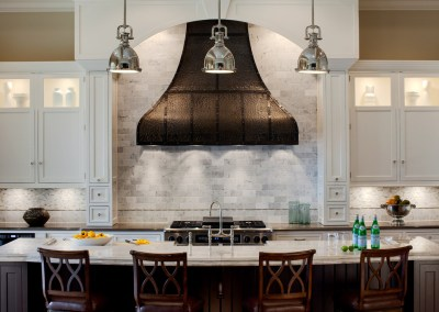 Refined Traditional Kitchen in Burr Ridge