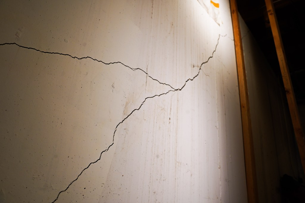 Wall crack in basement wall that splits