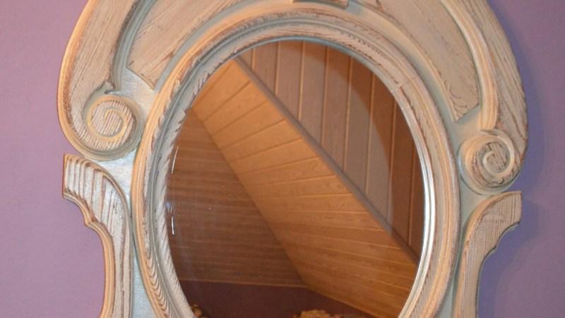 Drewniana obudowa lustra