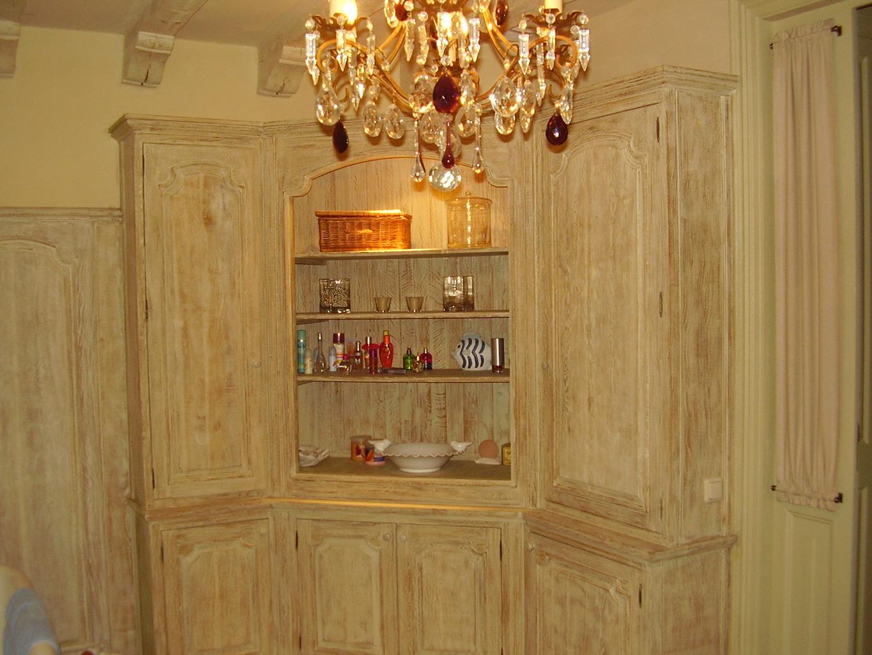 Drewniane szafki łazienkowe