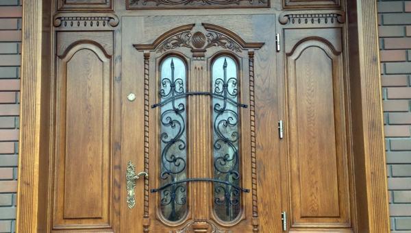 Drzwi wejściowe dębowe z ozdobną nakładką