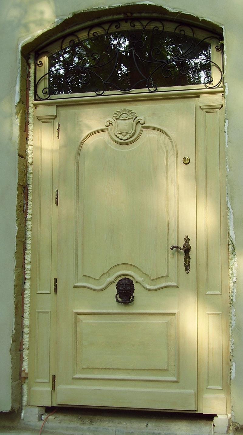 Drzwi wejściowe na wymiar – jesionowe