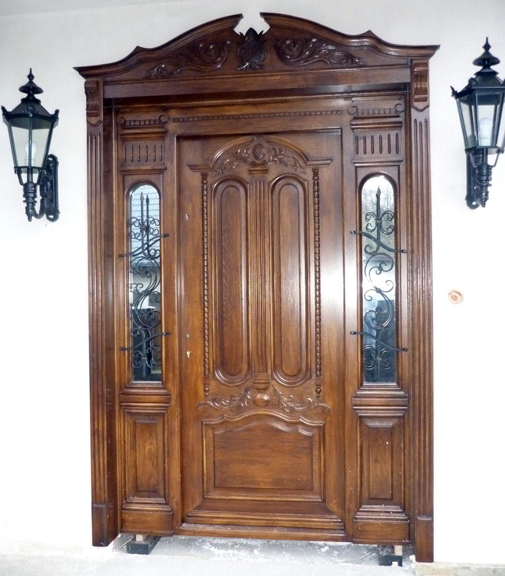 Drzwi zewnętrzne dębowe z przeszkleniami w futrynie