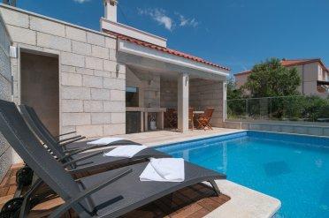 Sunčanje uz bazen