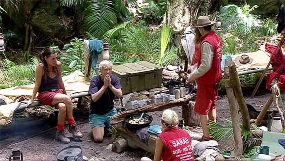 Gruppendynamik im Pschocamp - Sarah soll das Dschungelcamp verlassen