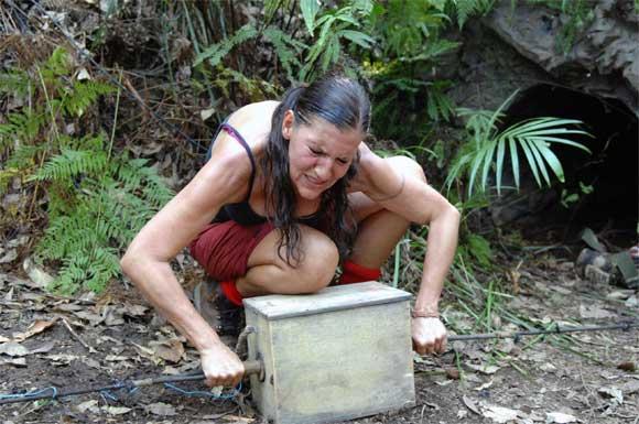 Katy Karrenbauer strengt sich an im Dschungelcamp