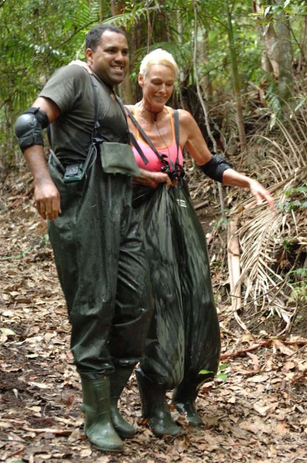 Aliton und Brigitte bei ihrer Schatzsuche im Dschungelcamp