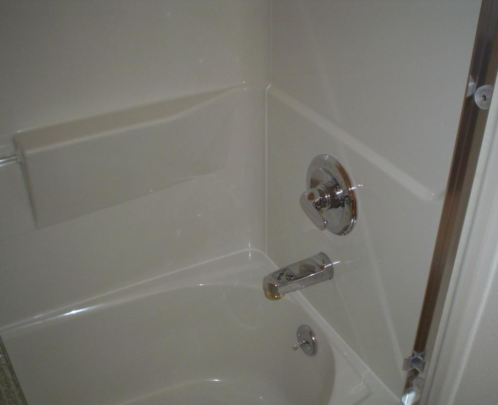 sterling vikrell tub surround