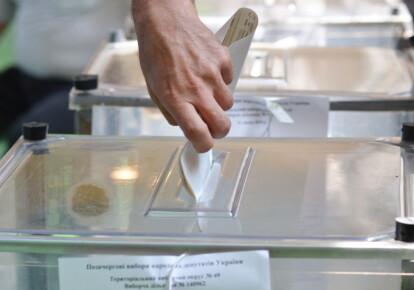 Колишні депутати місцевих рад і чиновники заполонили списки всіх рейтингових партій