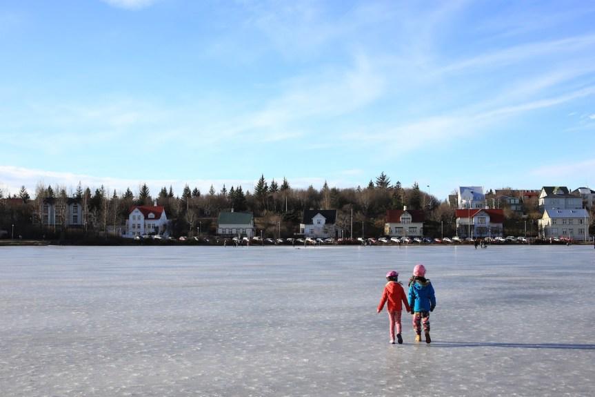 Enfants sur le lac