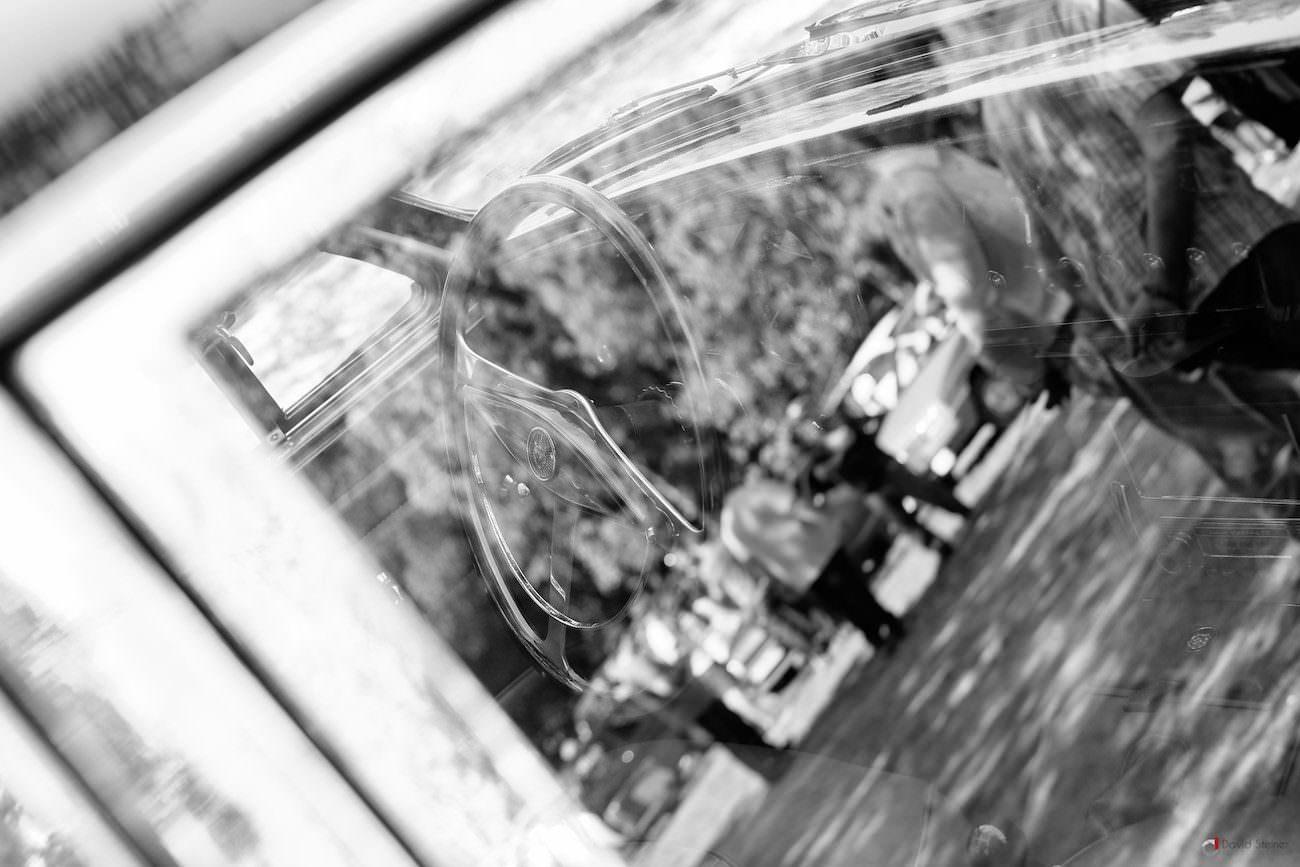 Volant à travers la vitre