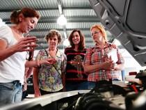 Curso de mecânica para mulheres na Volkswagen