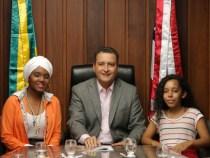 Governador recebe estudantes premiadas em feira internacional