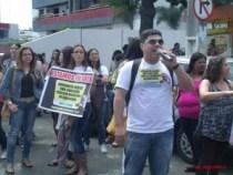 Profissionais da educação fazem assembléia e manifestação