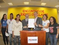 Rui assina projetos: estudantes no mercado de trabalho