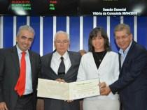Câmara homenageia cubanos do Programa Mais Médicos