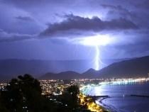 INPE alerta banhistas para os riscos de raios em praias