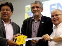Ministro anuncia R$ 110 milhões para prefeituras baianas