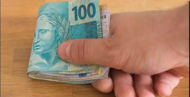 Aposentados e pensionistas do estado  recebem pagamentos nesta quinta